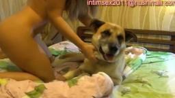 Интересное российское эротичное зоопорно online с песиком и жаркой молоденькой девкой