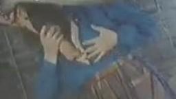 Винтажное zoo porno потаскуха в стойле совершает протяжный минет мерину зоо порно видеоролик